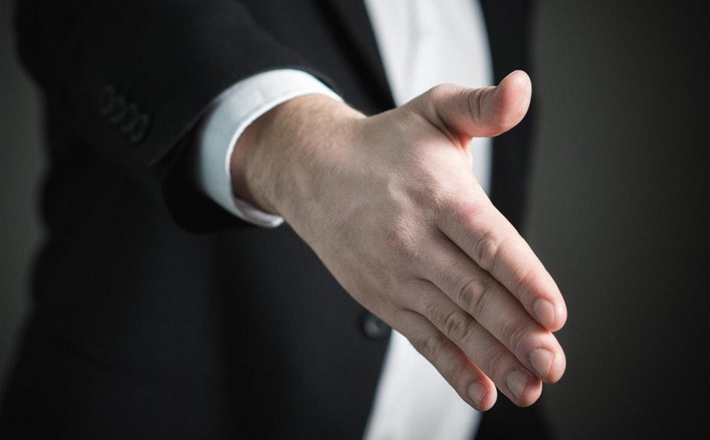 podani_ruky_dojem_pracovni_pohovor